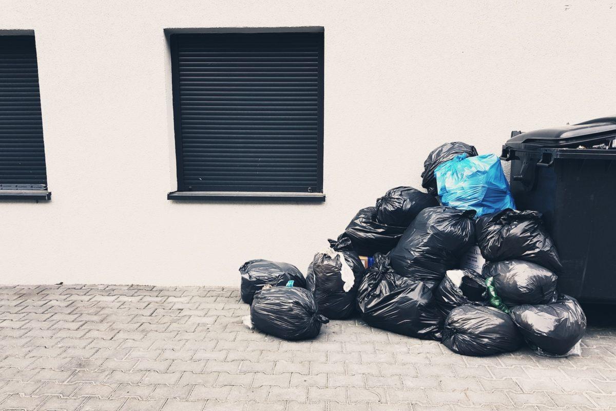 """Jak """"wkręcić"""" gminę w utylizację niebezpiecznych odpadów przy minimalnym ryzyku własnym"""