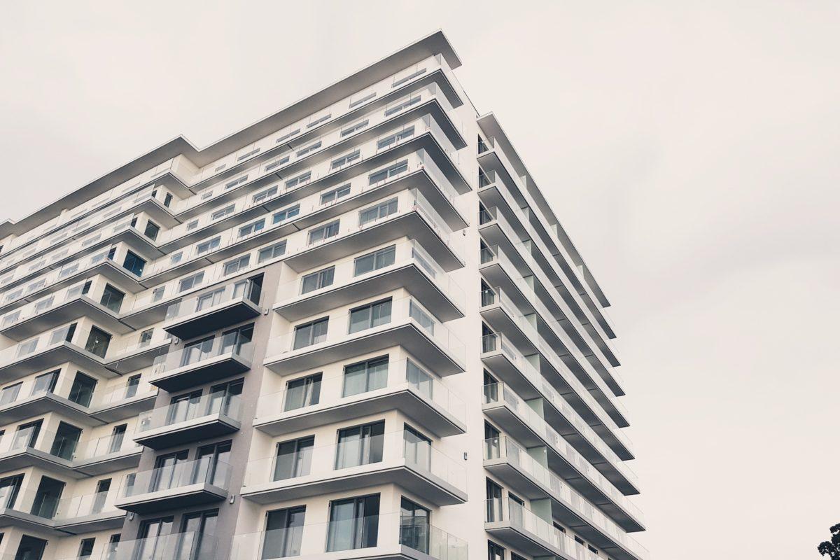 Jak mądrze spłacić długi nie tracąc nieruchomości – kredyt hipoteczny